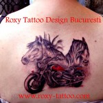 biker motocicist model tatuaje Roxy Tattoo