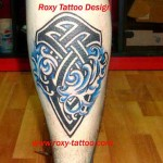 tatuaj tribal picior Roxy Tattoo