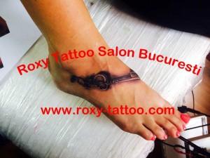 modele tatuaje picior fete salon tattoo bucuresti roxy