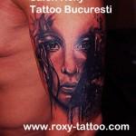 portret fata pe mana tatuaje