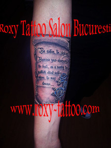 tatuaje pergamente roxy tattoo salon