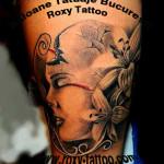 modele tatuaje portret femeie brat