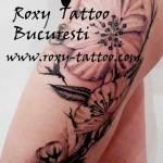 modele tatuaje  picior femeie flori