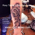 tatuaje biomacanic scris ceas roxy
