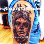 portret  femeie tatuaje roxy