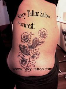 modele fete tatuaje coste salon roxy bucuresti tattoo