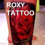 trandafir tatuaje picior